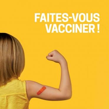 Faites-vous vacciner ! Par votre pharmacie Uniprix Normand Thériault et Marie-France Laberge